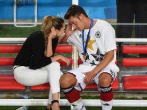 Mesut Özil aldatınca sevgilisi evi terk etti