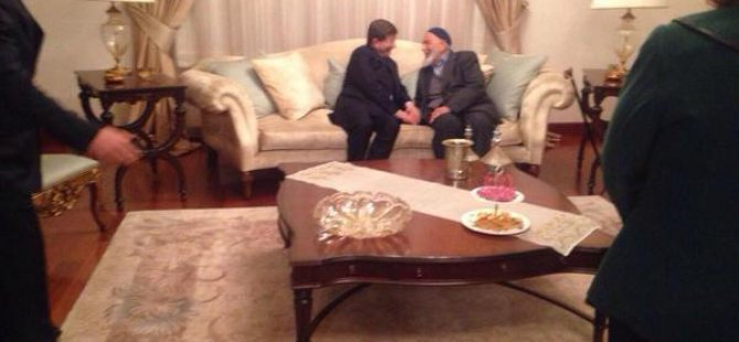 Davutoğlu Gece Geç Saatlerde Kayseri'de Abdullah Gül'ün Anne ve Babasını ziyaret etti