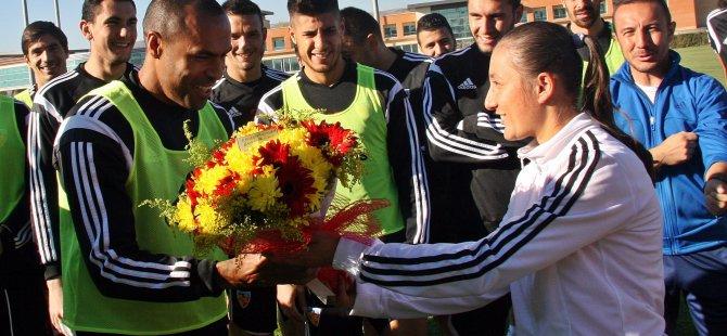 Bayan Futbol Takımından Nobre'ye Sürpriz