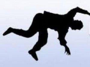 Aydınlıkevler'de HaLı çırpan genç kız 3 kattan düştü
