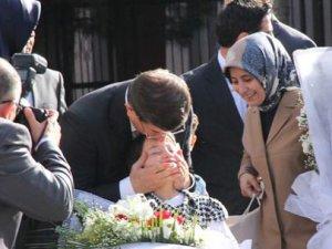 Davutoğlu Tunceli Cemevi'ni ziyaret etti