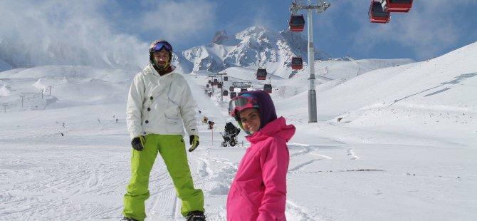 Türkiye'de sezonu ilk açan kayak merkezi Erciyes oldu