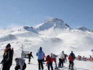 Erciyes Dağı'nda 5 Liraya Kayak