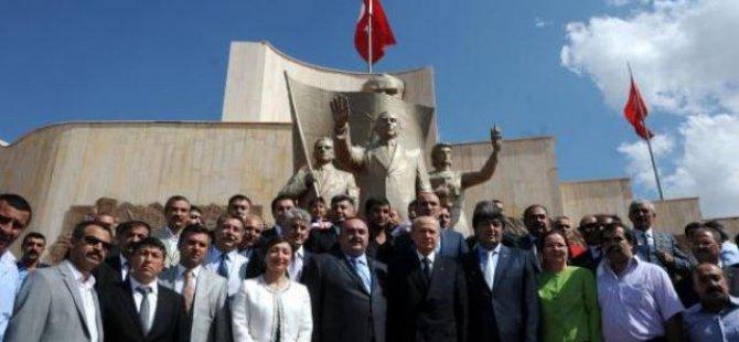 Bahçeli:Pınarbaşı'ndan Erdoğan'a seslendi iki koltuğu yürütemezsin