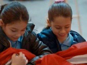 Polat'ın kızı Türk bayrağını yere düşürmedi
