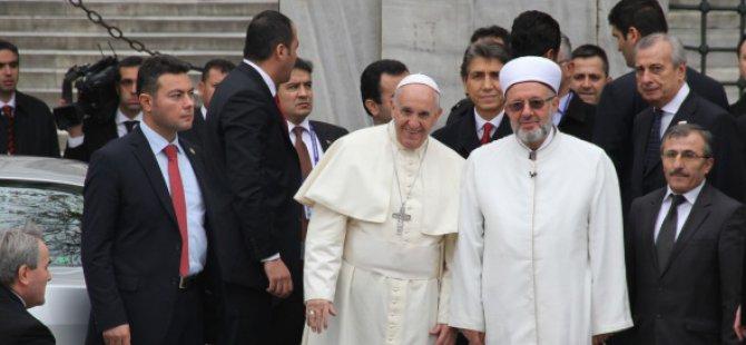 Papa Francis Sultanahmet Camii'nde