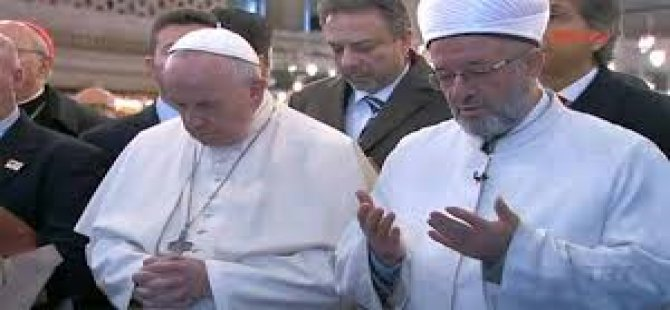 Papa Sultanahmet Camii'nde dua etti
