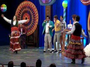 Güldür Güldür Show / Şevket ve Bilal'den Yeni Köçek Dansı -İzle