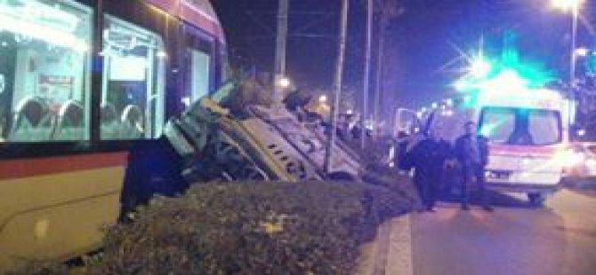 Sivas Caddesi TUNA TRANVAY Duragında Feci kaza