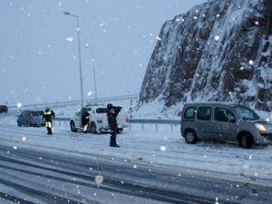 Erciyes dağına kar yağdı yolcular mahsur kaldı