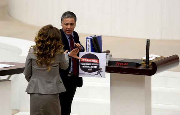 AK Partili Gökçen Enç Meclis'te kürsüye yürüdü VİDEO