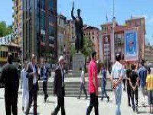 Rizeliler duran adamlara karşı yürüdü - VİDEO