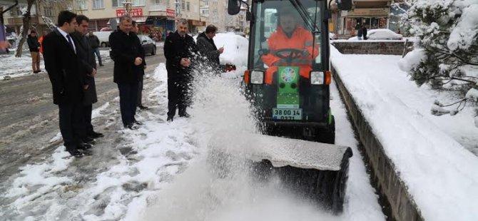 Kocasinan'dan Yeni Araçlarla Karla Mücadele