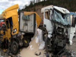 Otoyolda feci kaza: 1 ölü, 2 yaralı