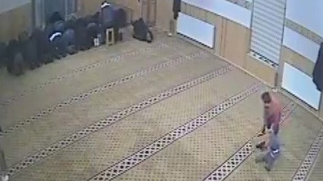 Kayseri'de cami cemaatini hayrete düşüren olay-video