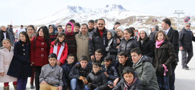 Erciyes Dağ'ında 65 bin  kayak sever