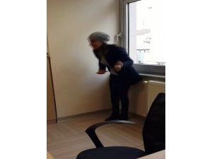 Kayseri Bankalar Caddesi'nde Bunalıma Giren Kadın  Banka'da Karnına Bıçak Sapladı