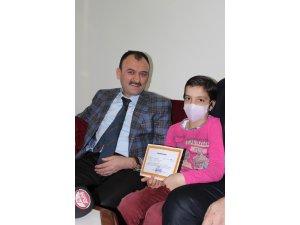 """Bilal Yılmaz Çandıroğlu, """"54 öğrencimize evde ders veriyoruz"""""""