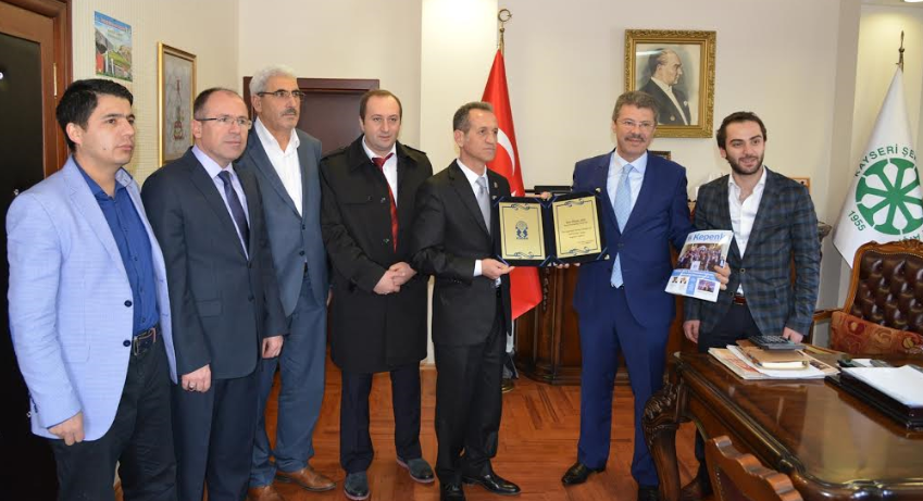 KAYSERİ ŞEKER'İ BORÇTAN KURTARAN BAŞKAN AKAY'A PLAKET