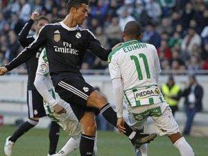 Cristiano Ronaldo rakibine tekme attı kırmızı kartı gördü-VİDEO