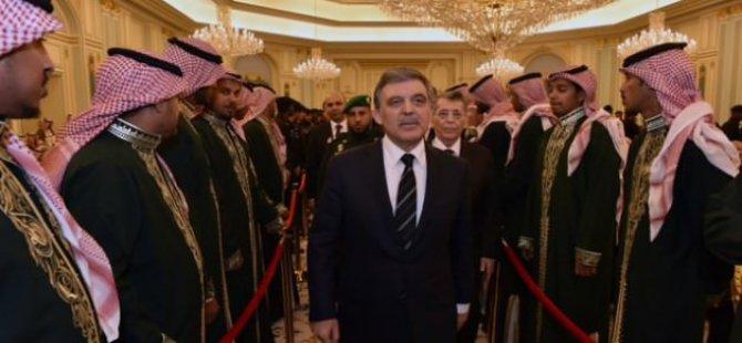 Abdullah Gül'den Arabistan'a taziye ziyareti