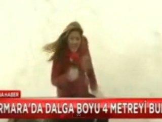 Muhabir Haberi Sunarken Sırılsıklam Oldu - VİDEO
