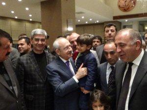Kılıçdaroğlu, Şanlıurfa'da kısa bir süre araçta kilitli kaldı