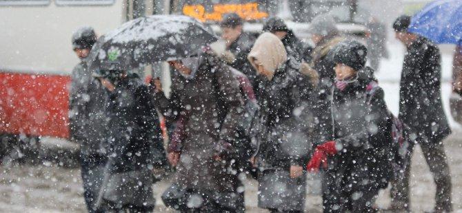 Kar yağışı, Erciyes Kayak Merkezi'nde yüzleri güldürdü