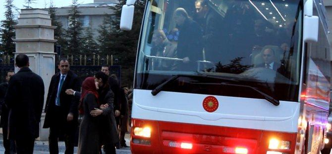 Erdoğan'ın otobüsünü durdurarak çocukları için yardım istedi