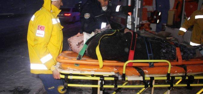 Kayseri'de buzlanma nedeniyle şarampole devrilen araç 4 yaralı