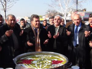 KAYSERİ OTO SANATKARLARI ODASINDAN ESNAFA AŞURE İKRAMI