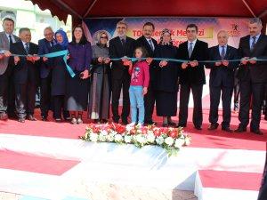 Genç Kaymek Gençlik Merkezi'nin açılış törenine katılan Bakan Yıldız
