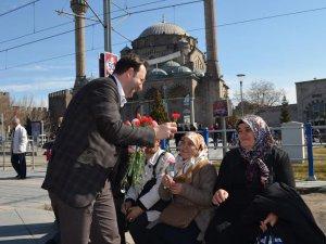 AK Parti Kayseri Milletvekili A. Adayı Akmermer,8 Mart Dünya Kadınlar Günü nedeniyle   cadde-sokak dolaştı