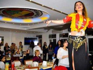 Fenerbahçe'de Galatasaray formalı dansözlü kutlama