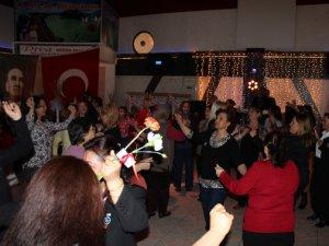 TALAS'TA CHP'Lİ KADINLAR DOYASIYA  EĞLENDİ
