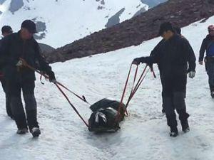 Erciyes Dağında Yaralı Dağcıyı Jak Timi Kurtardı