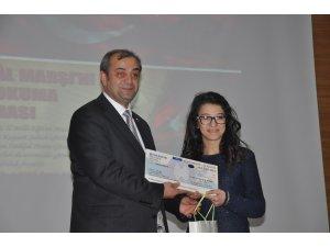 İstiklal Marşını Güzel Okuma Yarışması'nda dereceye girenlere ödülleri verildi