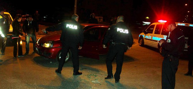KAYSERİ'DE OTOMOBİL İLE POLİS ARACI ÇARPIŞTI: 1 POLİS YARALI