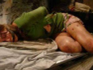 Genç kızın cesedi yarı çıplak bulundu!