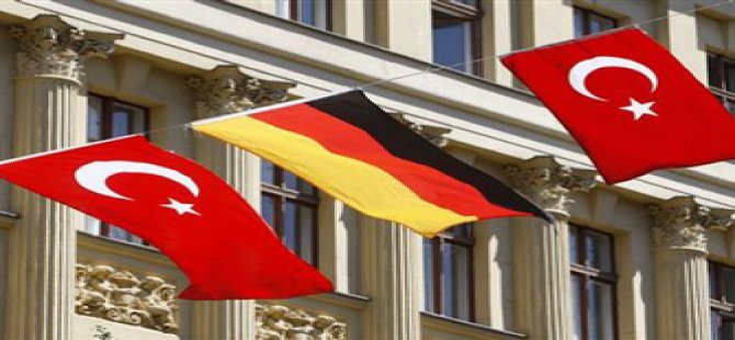 Almanya Türk vatandaşları için vizeyi kaldırdı