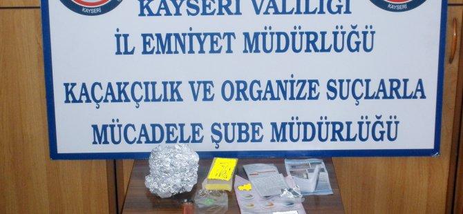 KOCASİNAN'DA PREZERVATİF KUTUSUNDA UYUŞTURUCU