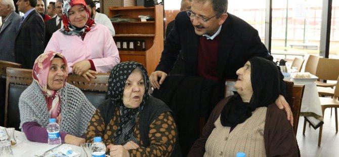 Özhaseki, Huzurevi'nde kalan yaşlılarla buluştu