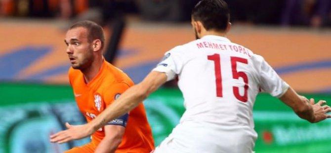 Millileri Hollanda'da 90+2'de Galatasaraylı Sneijder yıktı