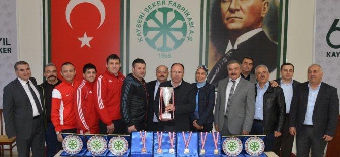 KAYSERİ ŞEKERSPOR GÜREŞÇİSİ ALTIN MADALYA KAZANDI