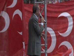 Başbakan Erdoğan'ı MHP'liler karşıladı