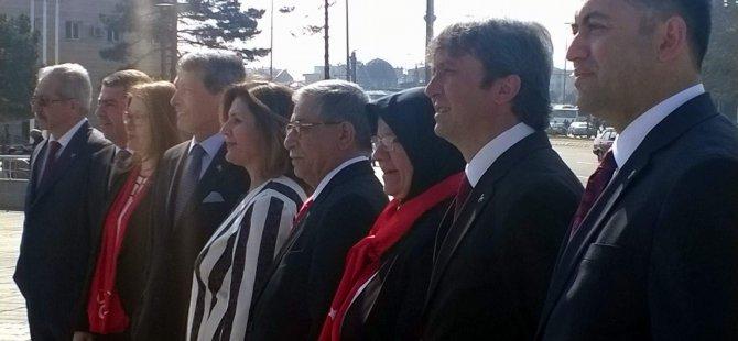MHP'Lİ ADAYLAR MEYDAN'DA OBJEKTİF KARŞISINA GEÇTİ