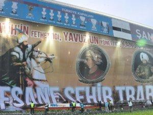Trabzonspor maçındaki dev pankartta büyük hata ne ?