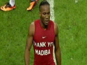 Drogba ve Eboue Mandela'yı unutmadı!