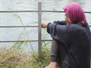 Ölmek isteyen yaşlı kadını lastikçi kurtardı