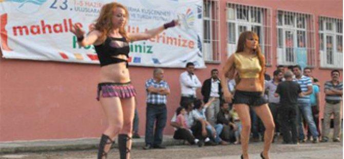 Chp'li Belediyenin Skandalı: Çocuklara erotik Şov izlettirdiler!